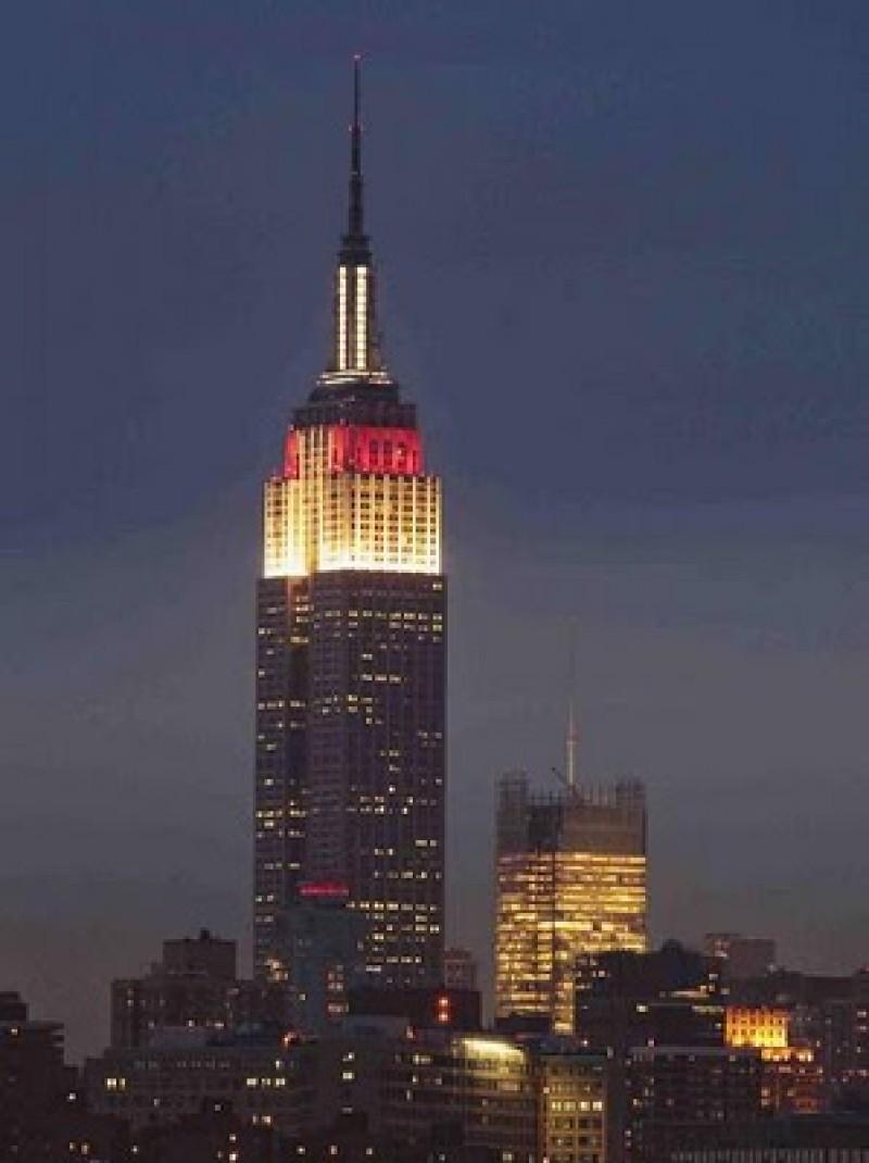 L empire state building adopte les couleurs du japon for Building sans fenetre new york