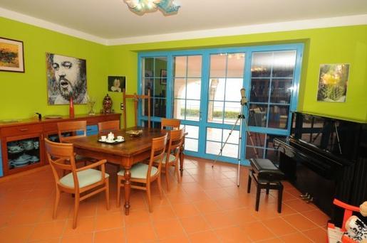 passer ses vacances dans la villa d 39 t de luciano pavarotti voyages bergeron. Black Bedroom Furniture Sets. Home Design Ideas