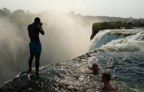 Le top 10 des endroits pour nager voyages bergeron - Chutes victoria piscine du diable ...